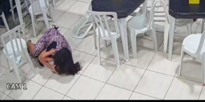Mulher abraça o filho para protegê-lo de tiro durante assalto; veja o vídeo