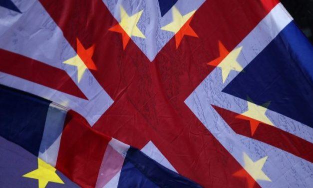 Distribuição de vacinas cria tensão entre Reino Unido e Europa