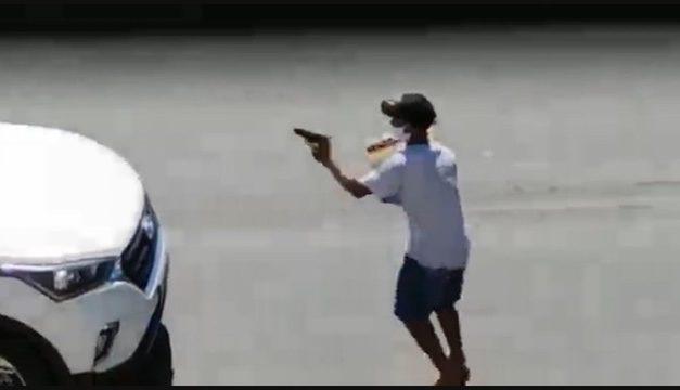 Rio: Ladrão se passa por vendedor ambulante para assaltar motoristas; vídeo