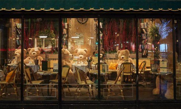 24 restaurantes são fechados em Paris por violarem regras anticovid-19