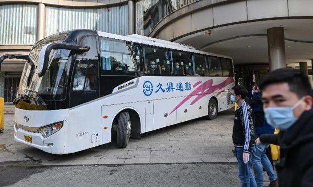 Especialistas da OMS visitam mercado de Wuhan