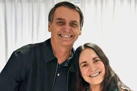 """Esquecida por Bolsonaro, Regina Duarte espalha fake news e defende: """"Parabéns presidente"""""""
