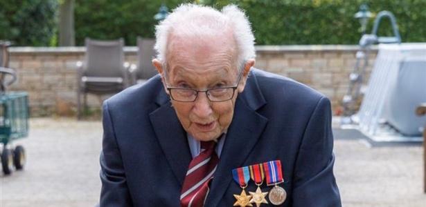 Veterano de 100 anos que fez campanha para o NHS está internado com covid-19