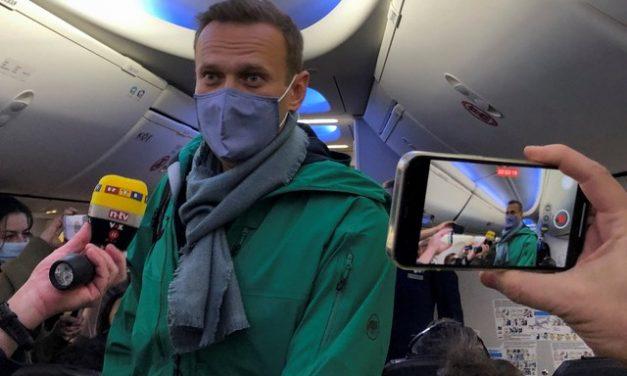 Polícia russa prende apoiadores de Navalny antes de julgamento