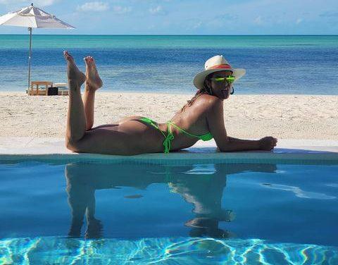 """Lívia Andrade surge em em cenário paradisíaco a beira mar e encanta fãs: """"Que perfeição!"""""""