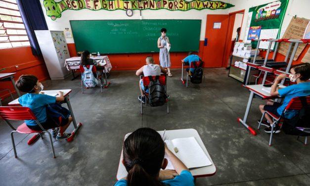 Escolas estaduais voltam às aulas presenciais nesta segunda-feira em São Paulo