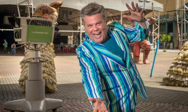 Para não ficar sem Carnaval, Globo reprisa desfiles antigos no feriadão