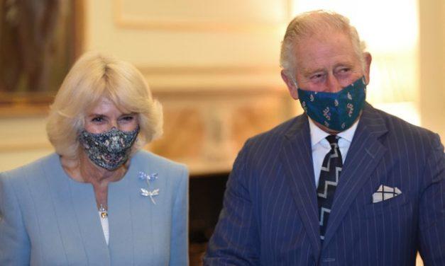 Príncipe Charles, do Reino Unido, e a mulher recebem a vacina contra a Covid-19