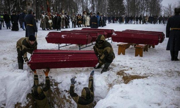 Rússia e França enterram seus soldados 200 anos após derrota de Napoleão