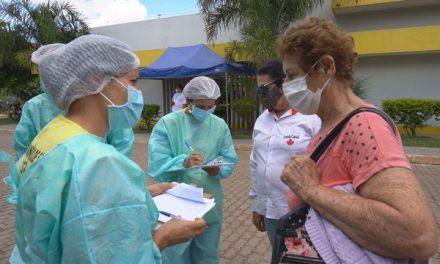 Idosos da zona rural do DF viajam até 70 km para ser vacinados contra Covid-19