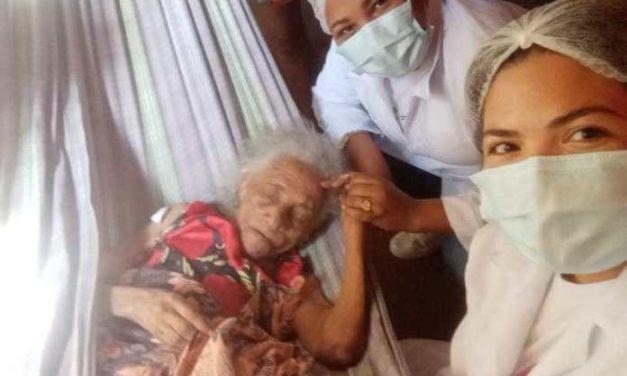 Idosa de 105 anos é a pessoa mais velha vacinada contra a Covid-19 em Moju até o momento