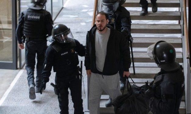 Na Espanha, polícia invade universidade e prende rapper condenado por letras com ofensas à monarquia e referências ao ETA