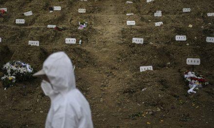 Cemitério lota em Lisboa após pico de mortes por Covid-19 em Portugal