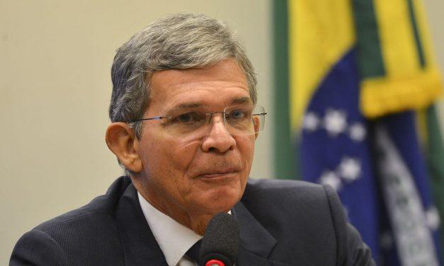 Bolsonaro troca presidente da Petrobras; repercussão