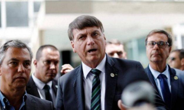 """Bolsonaro: """"Se tudo tivesse que depender de mim, não viveríamos neste regime"""""""