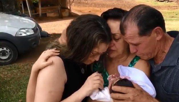 Mulher de SC dá à luz durante coma induzido por causa da Covid-19 e descobre dias depois que filha nasceu
