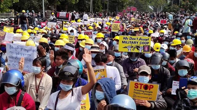 Países do G7 condenam violência contra manifestantes em Mianmar