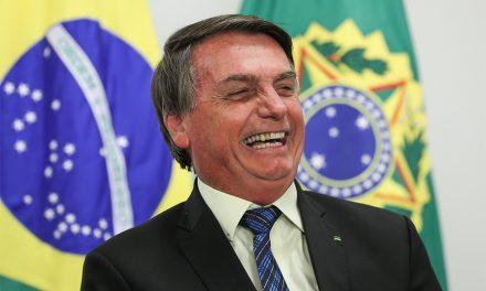 Bolsonaro diz não ser responsável pela compra de seringas para a vacinação