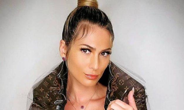 """Lívia Andrade arranca elogios dos fãs ao posar de maiô em vista paradisíaca: """"Maravilhosa"""""""