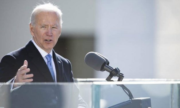 Biden revoga veto de Trump a imigrantes