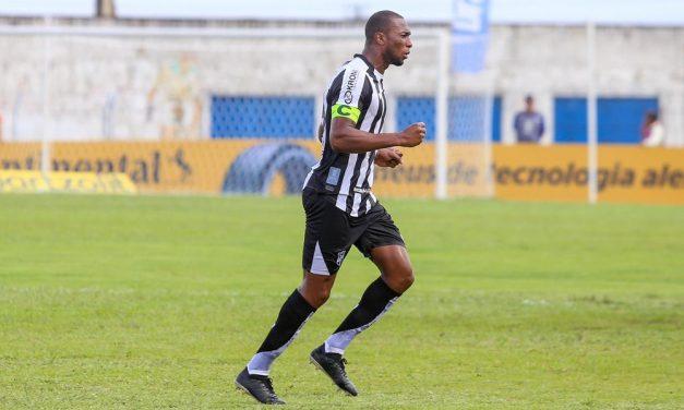 Luiz Otávio se aproxima dos 200 jogos pelo Ceará e celebra marca