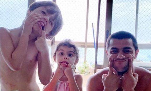 """Felipe Simas publica lindo clique dos filhos mais velhos e se derrete: """"Amizade linda"""""""
