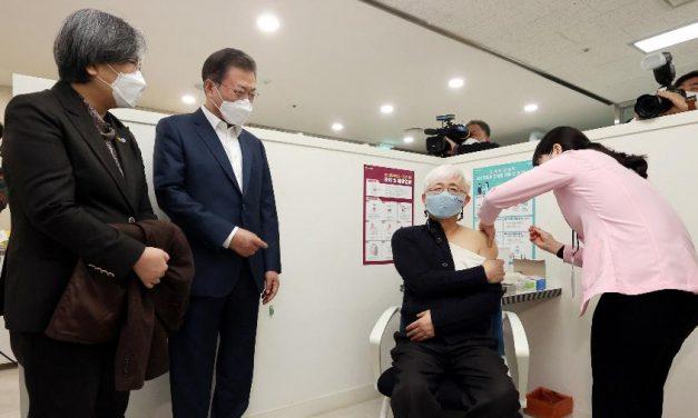 Hong Kong e Coreia do Sul iniciam campanhas de vacinação contra covid-19