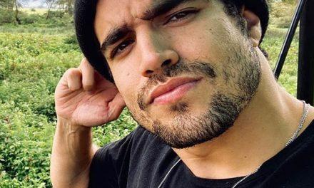 """Caio Castro abre o jogo sobre apresentar reality A Fazenda: """"Eu não tô sabendo de nada"""""""