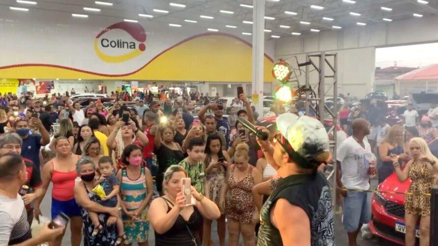 Supermercado faz festa e aglomera dentro de estacionamento em Ananindeua