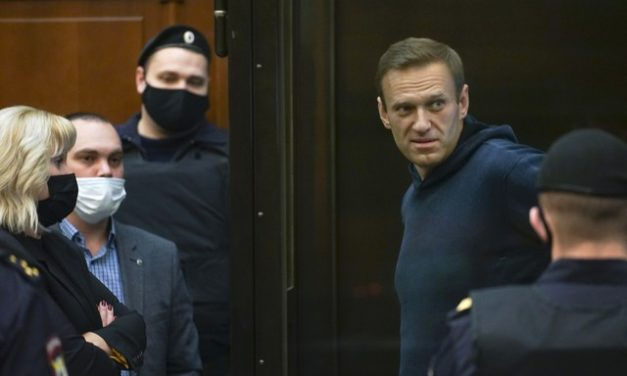 Opositor russo Navalny cumprirá pena em prisão a 200 km de Moscou