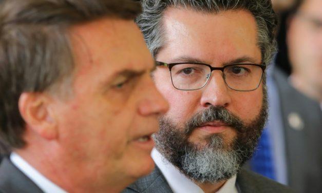 Bolsonaro diz que Araújo vai a Israel avaliar spray sem eficácia comprovada
