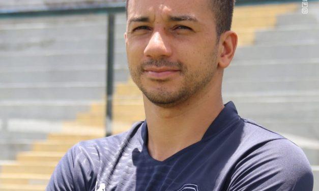 Renan Oliveira cita posições que pode jogar e se coloca à  de Bonamigo