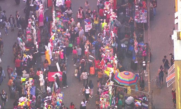 Ruas do Brás, no Centro de SP, têm aglomeração e congestionamento nesta sexta