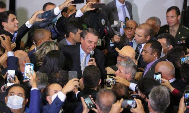 Bolsonaro discorda de 7 medidas contra covid propostas por Fiocruz e Conass