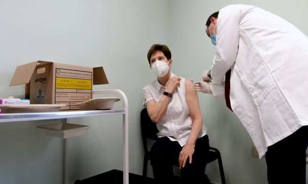 Lentidão ameaça ruir a unidade da Europa na vacinação