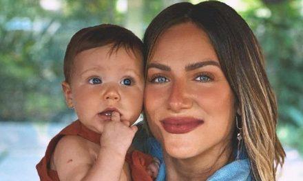 """Giovanna Ewbank mostra Zyan se divertindo com cortina e brinca: """"Muito calminho meu bebê"""""""