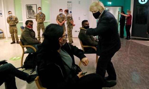 Covid: Reino Unido vacinou metade da população adulta com ao menos 1 dose, diz ministro britânico