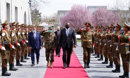 Secretário de Defesa americano faz visita surpresa ao Afeganistão antes de retirada de tropas do país