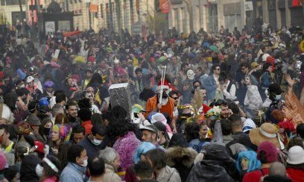 Carnaval ilegal em Marselha reúne 6,5 mil e deve fazer com que casos de Covid-19 aumente na França