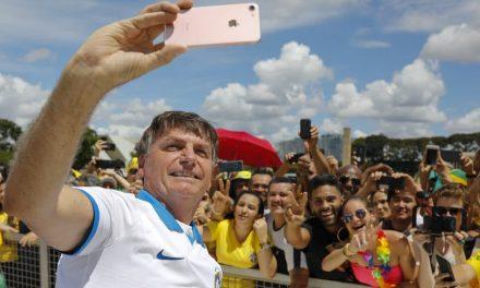 Autoridades veem aglomerações como tentativa de Bolsonaro de inviabilizar pacto contra Covid-19