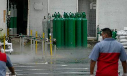 Cobrada, Saúde diz que reforçará cargas para evitar falta de oxigênio em RO e AC