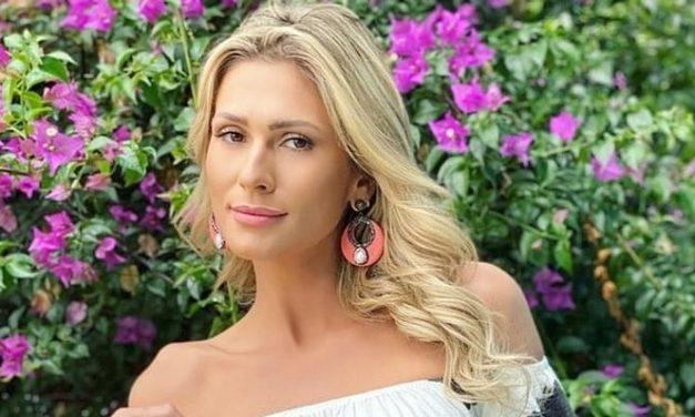 """De biquíni verde, Lívia Andrade faz sucesso na web: """"Gata"""""""
