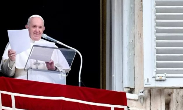 Papa Francisco doa vacinas para imunizar 1.200 pobres na Itália