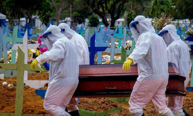 Média de mortes por covid-19 alcança 100 por hora no Brasil
