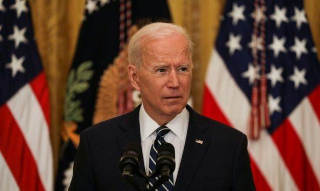 Biden convida Bolsonaro e outros 39 líderes mundiais para reunião sobre clima