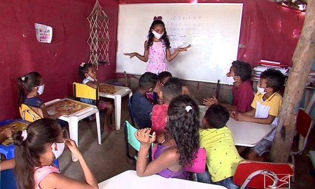 Aos 12 anos, menina monta escola durante a pandemia e dá aulas para crianças do Maranhão