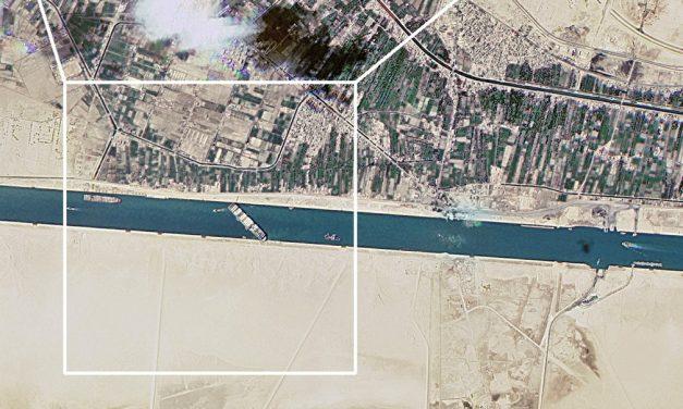 Canal de Suez: as impressionantes imagens de satélite do impacto causado por navio encalhado