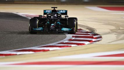 Hamilton vence GP do Bahrein após disputa com Verstappen