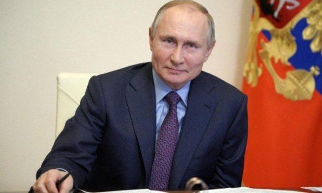 Putin faz apelo aos russos para que se vacinem contra o coronavírus
