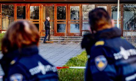 Igreja na Holanda que desafiava restrições contra covid-19 sofre explosão